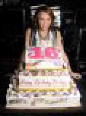 Фотографии майли сайрус с тортом